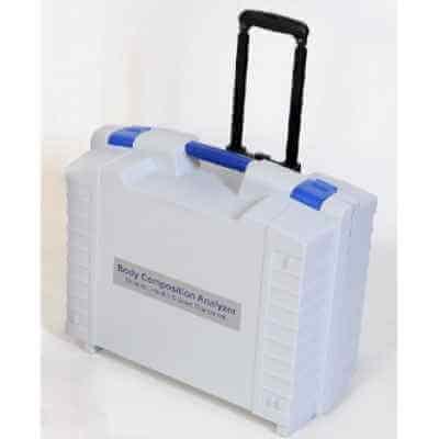 Walizka transportowa na kółkach na analizator składu ciała